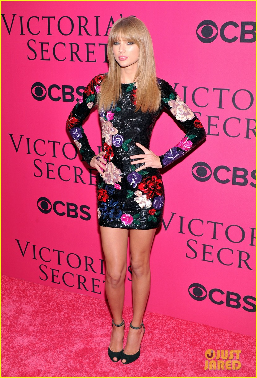 taylor swift victorias secret fashion show 2013 pink carpet 032992075