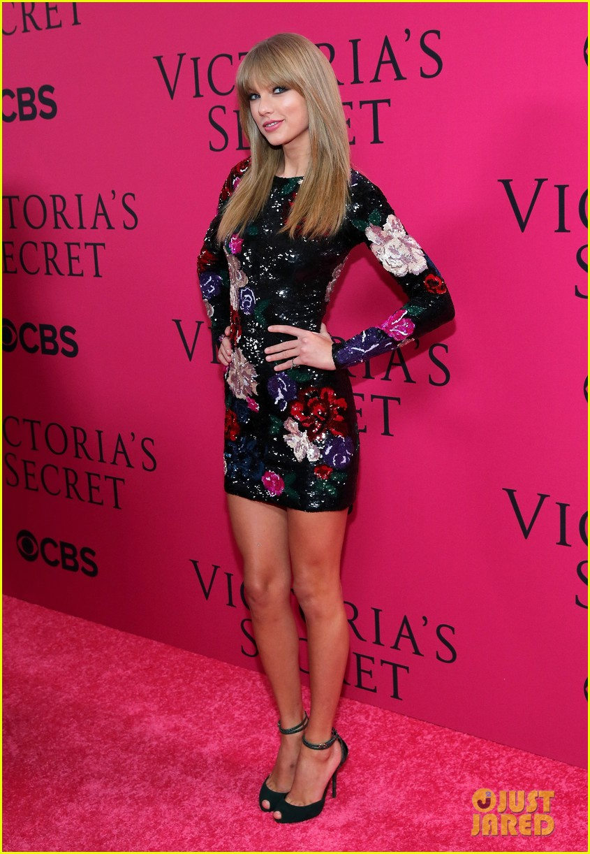 taylor swift victorias secret fashion show 2013 pink carpet 092992081
