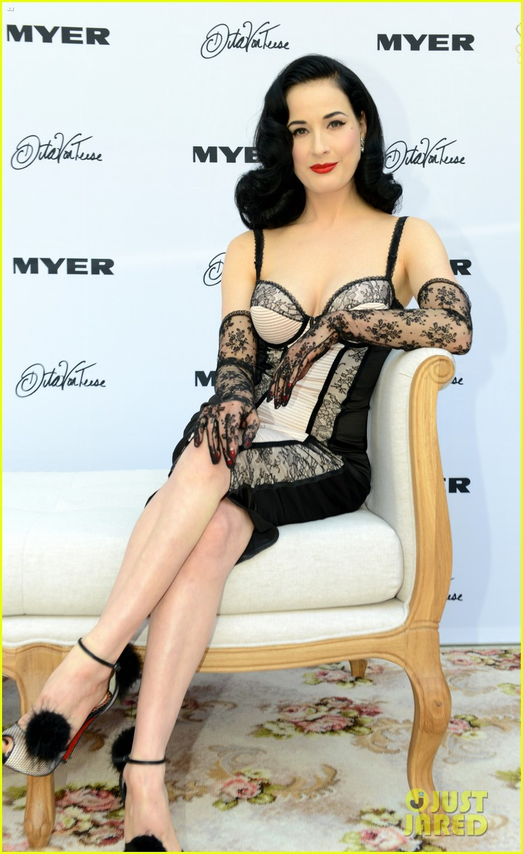 dita von teese debuts new lingerie collection in melbourne 01