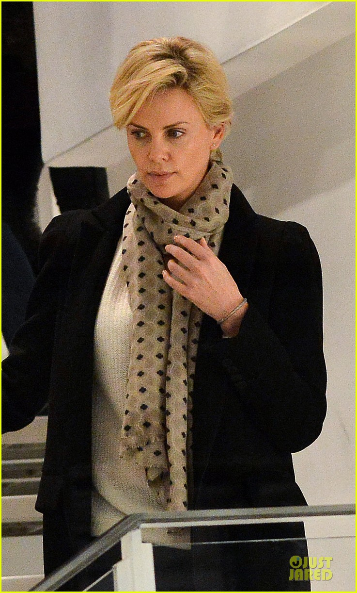 charlize theron colette store shopper in paris 02