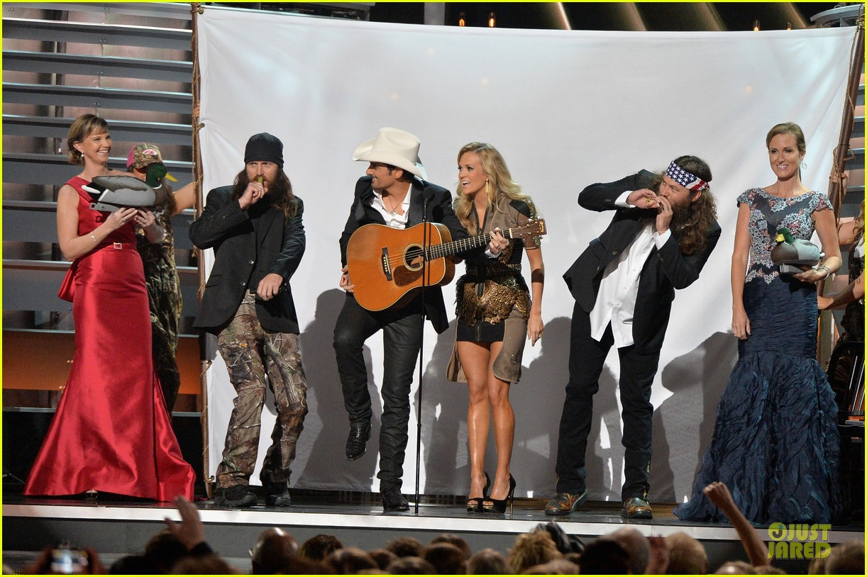 carrie underwood medley performance at cmas 2013 watch now 06