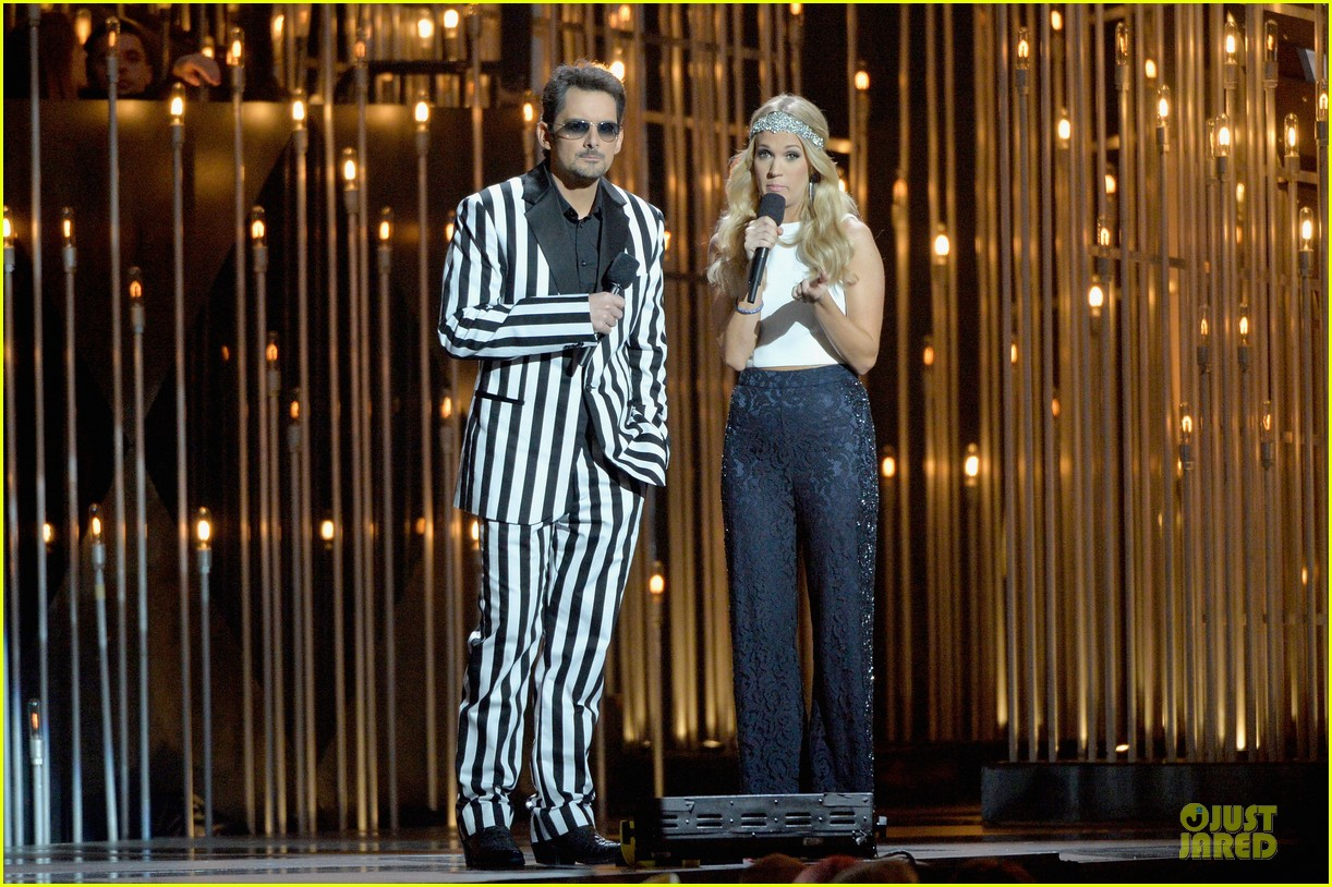 carrie underwood medley performance at cmas 2013 watch now 112987294