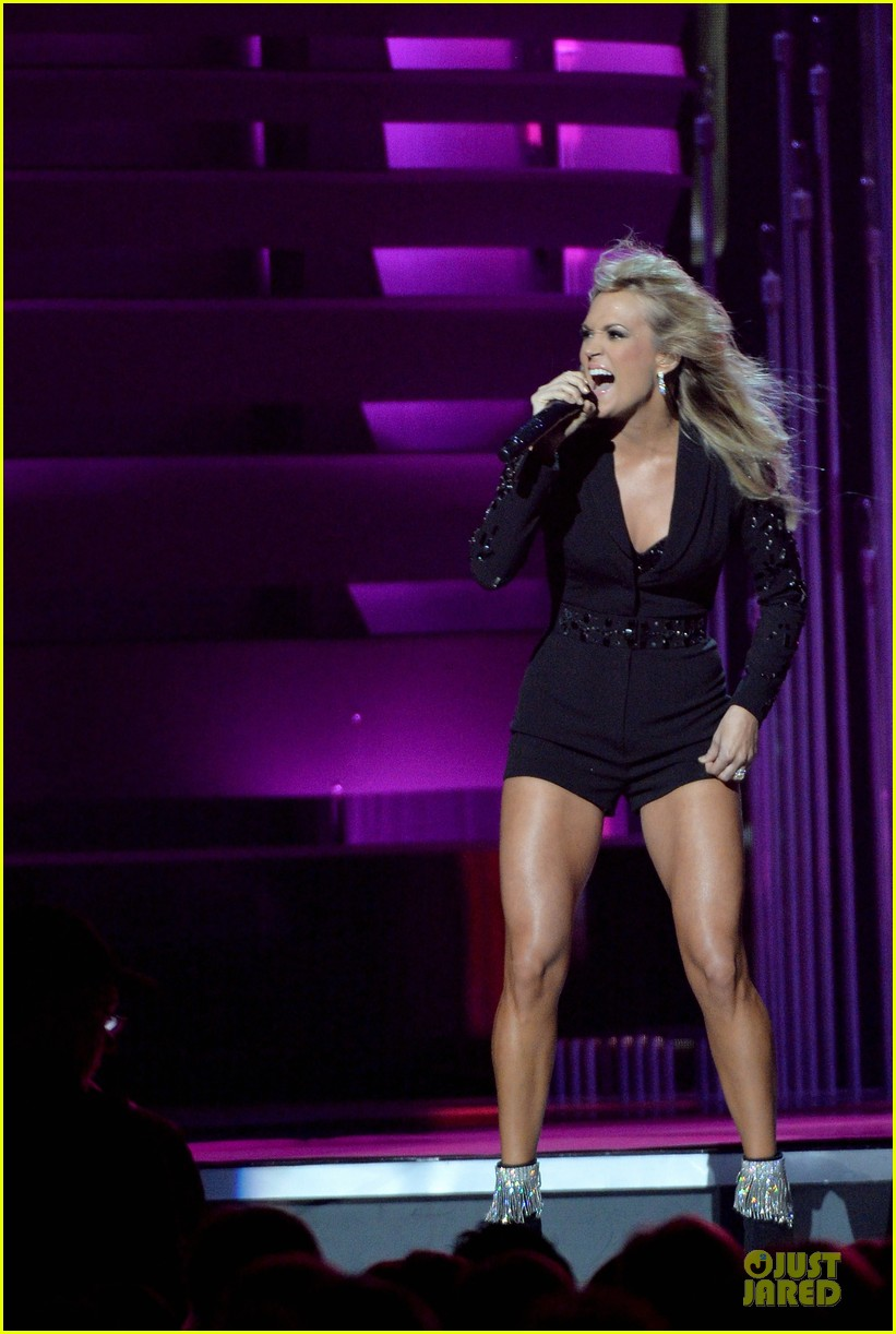 carrie underwood medley performance at cmas 2013 watch now 20