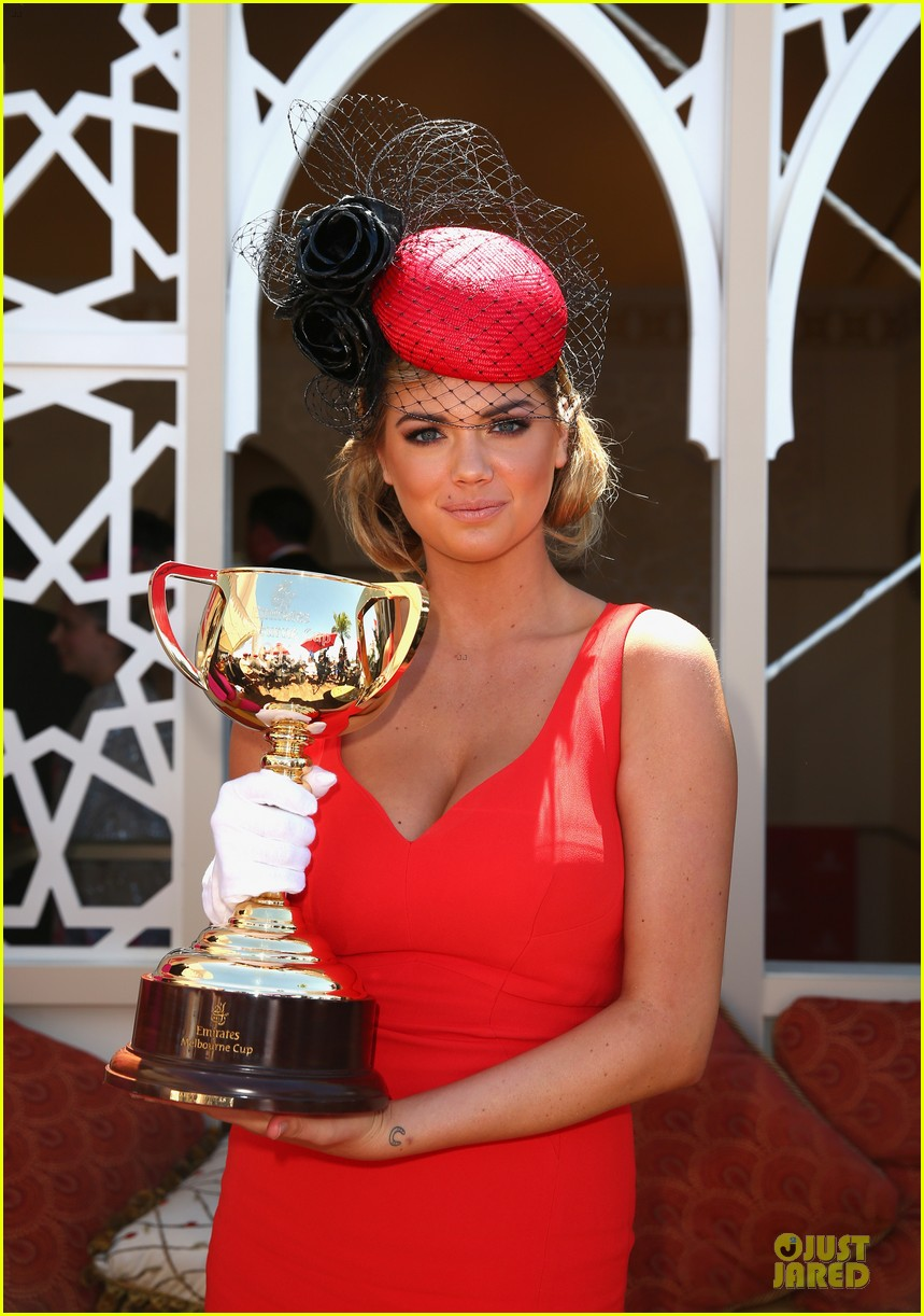 kate upton red hot cleavage for melbourne cup day 04