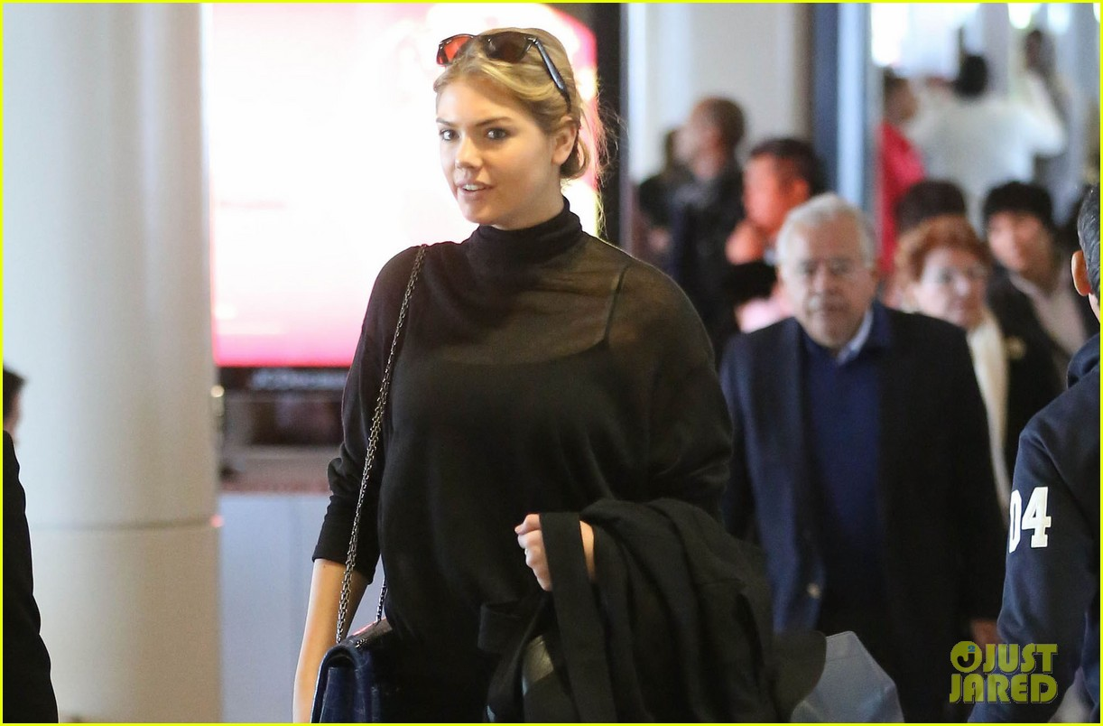 kate upton flies out after fun day on set of sexy shoot 02