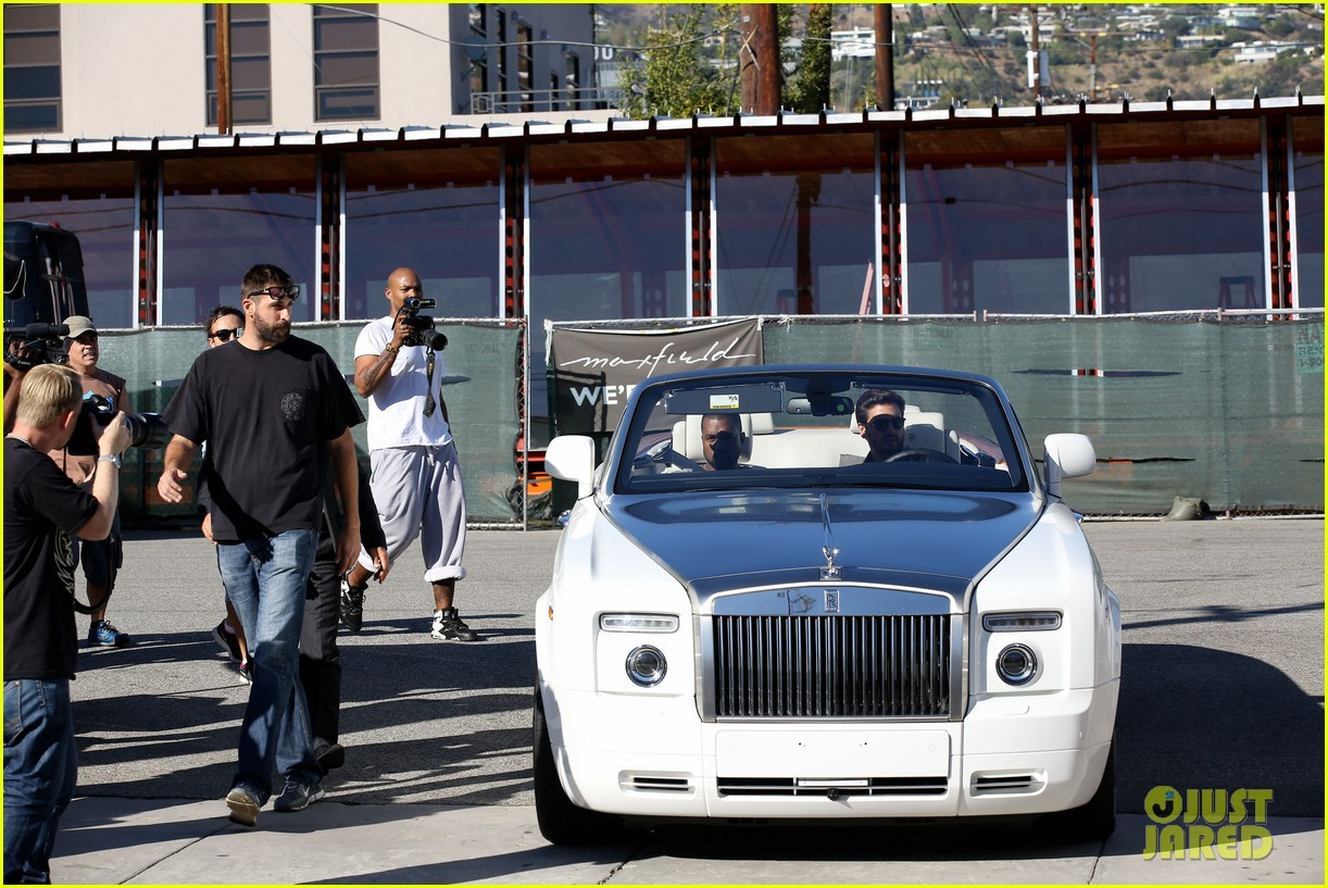kanye west goes shopping with scott disick 102991974