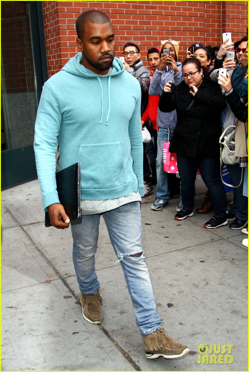 kanye west steps out after zappos responds to comments 142997503