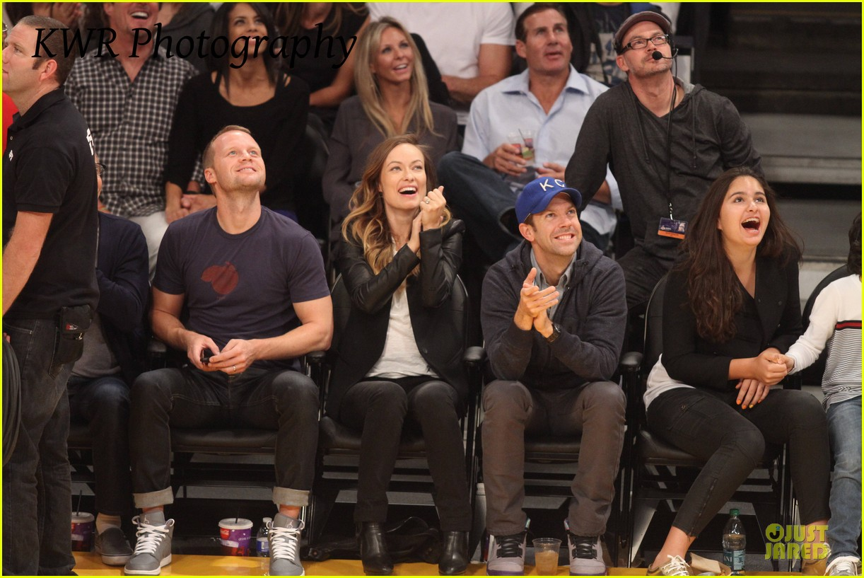 olivia wilde jason sudeikis kissing at lakers game 172985010