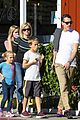 reese witherspoon jim toth grab pre thanksgiving lunch 13