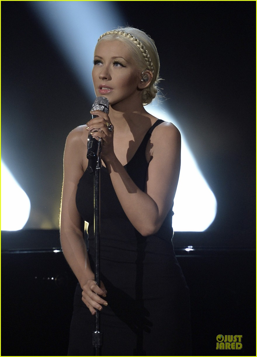 christina-aguilera-great-big-world-say-s