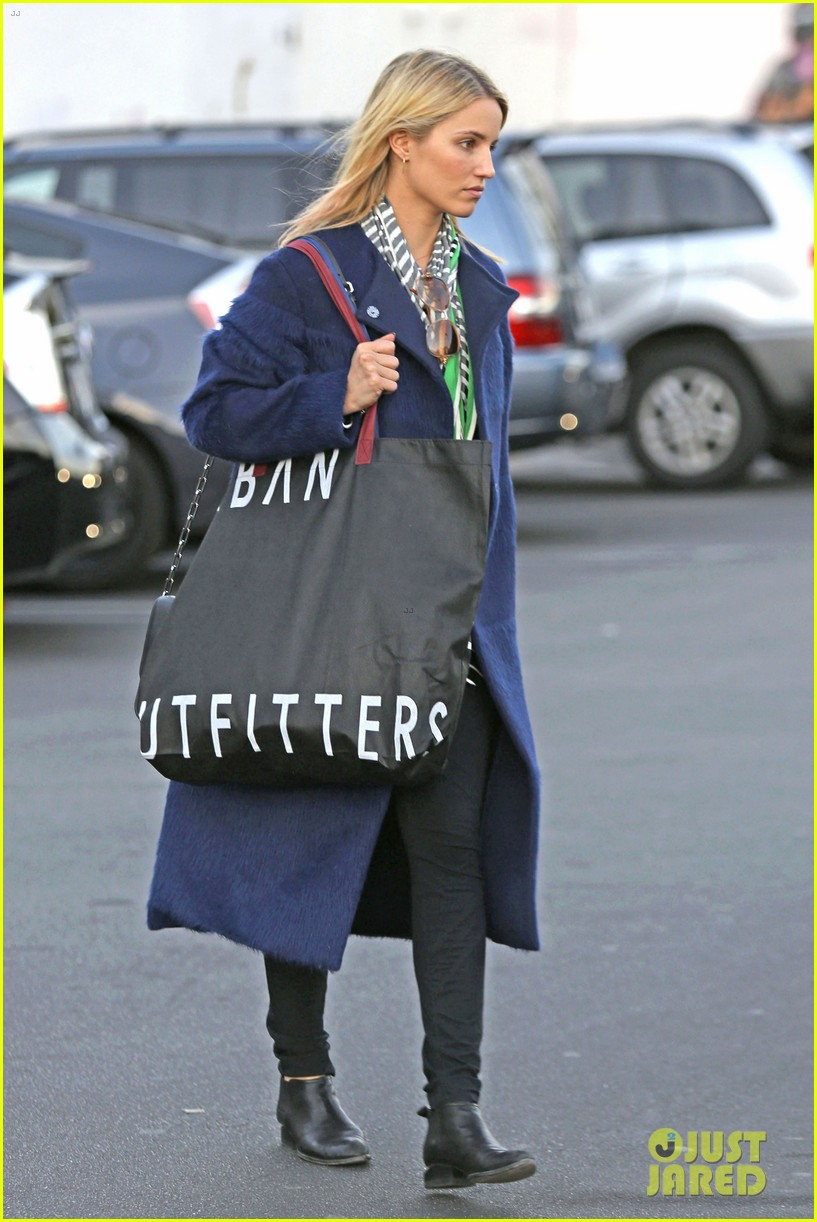 dianna agron supports glees amber riley at holiday concert 05