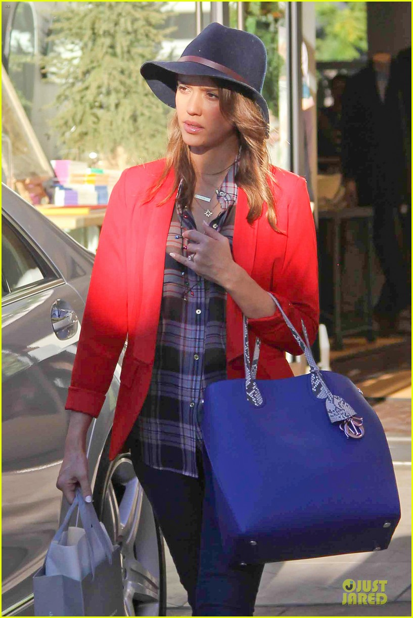 jessica alba red hot holiday shopping trip 04