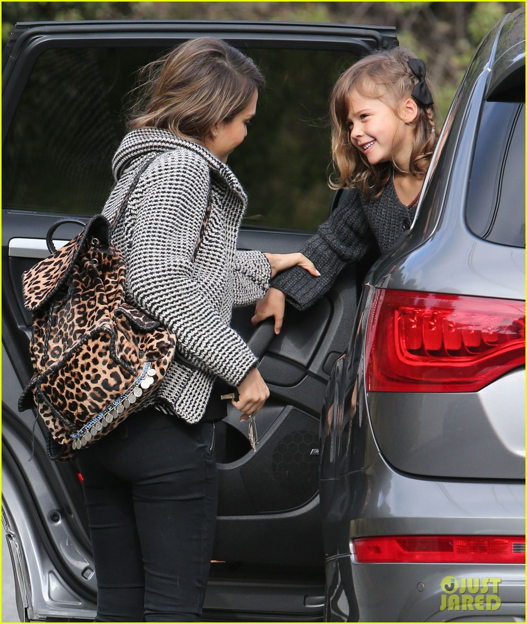 jessica alba set to attend the peoples choice awards 2014 07
