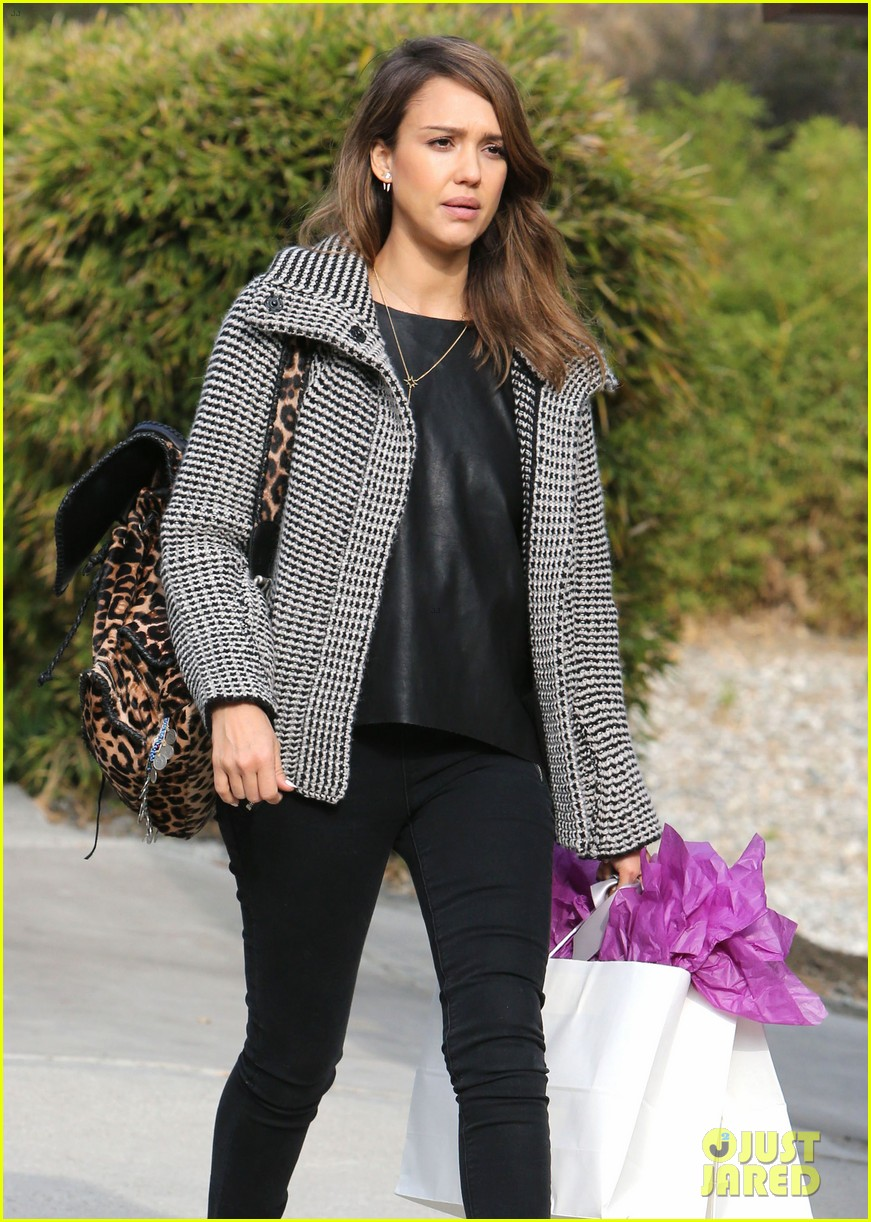 jessica alba set to attend the peoples choice awards 2014 123016118