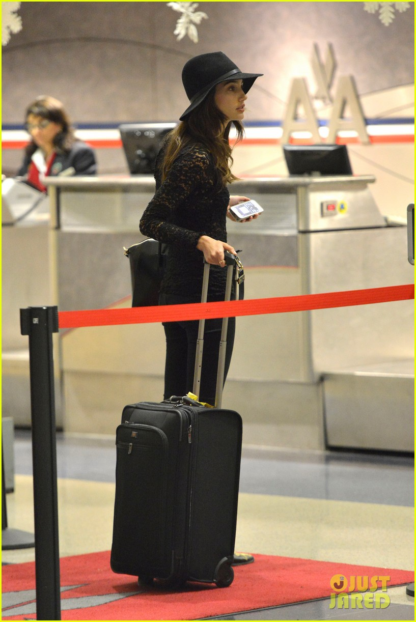 lily aldridge back at lax after quick trip in town 03