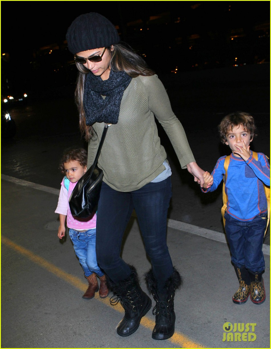 camila alves lands in snowy nyc with the kids 043013647