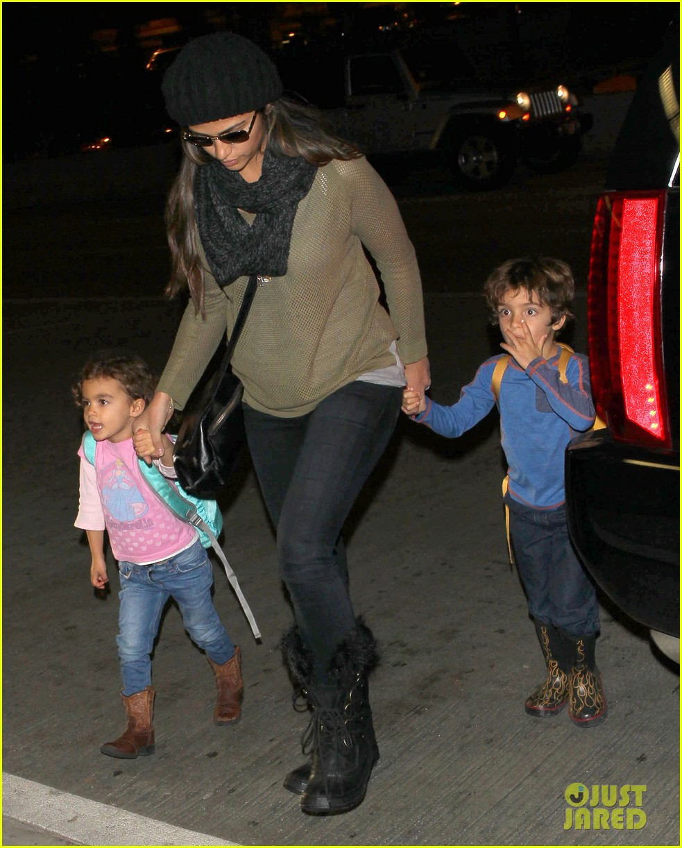 camila alves lands in snowy nyc with the kids 07