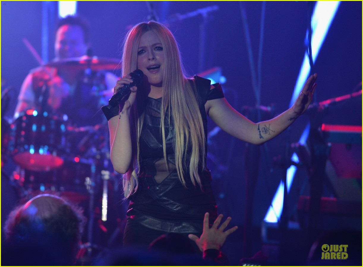 avril lavigne q102 jingle ball 2013 performer 11