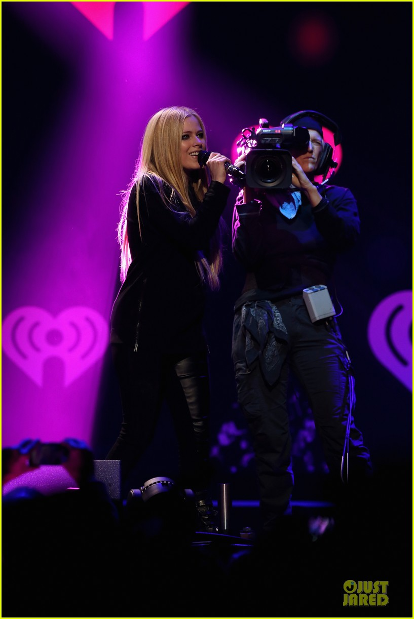 avril lavigne q102 jingle ball 2013 performer 18
