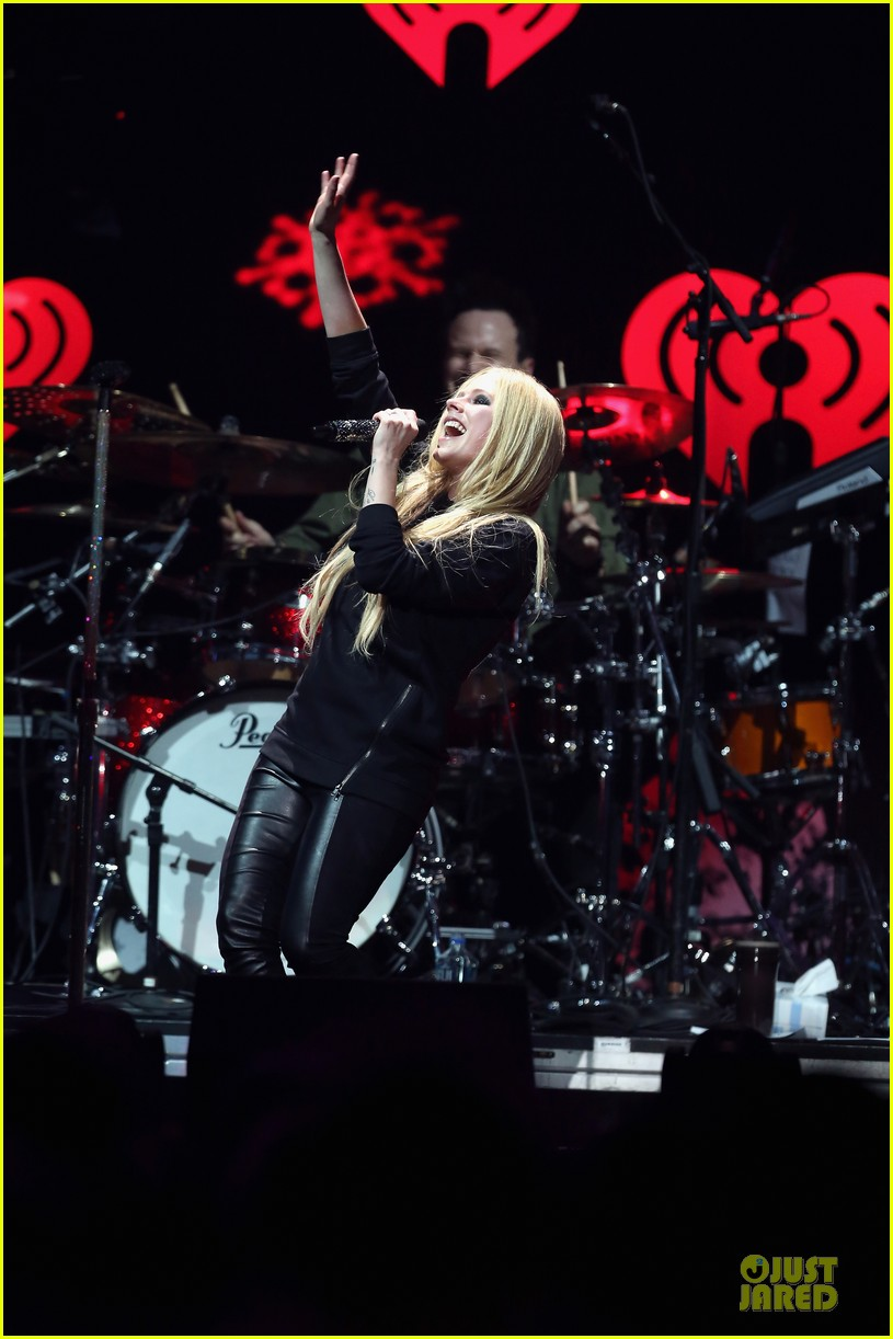 avril lavigne q102 jingle ball 2013 performer 20