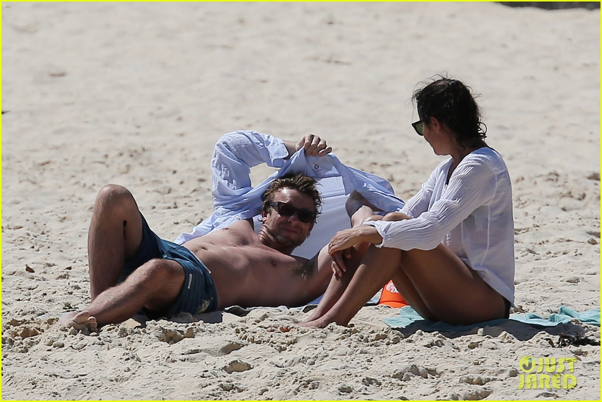 simon baker shirtless beach day with wife rebecca rigg 02