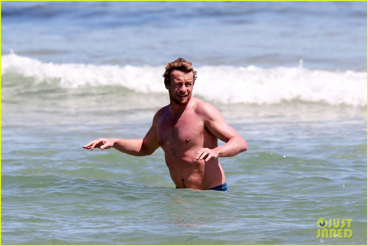 simon baker shirtless beach day with wife rebecca rigg 10