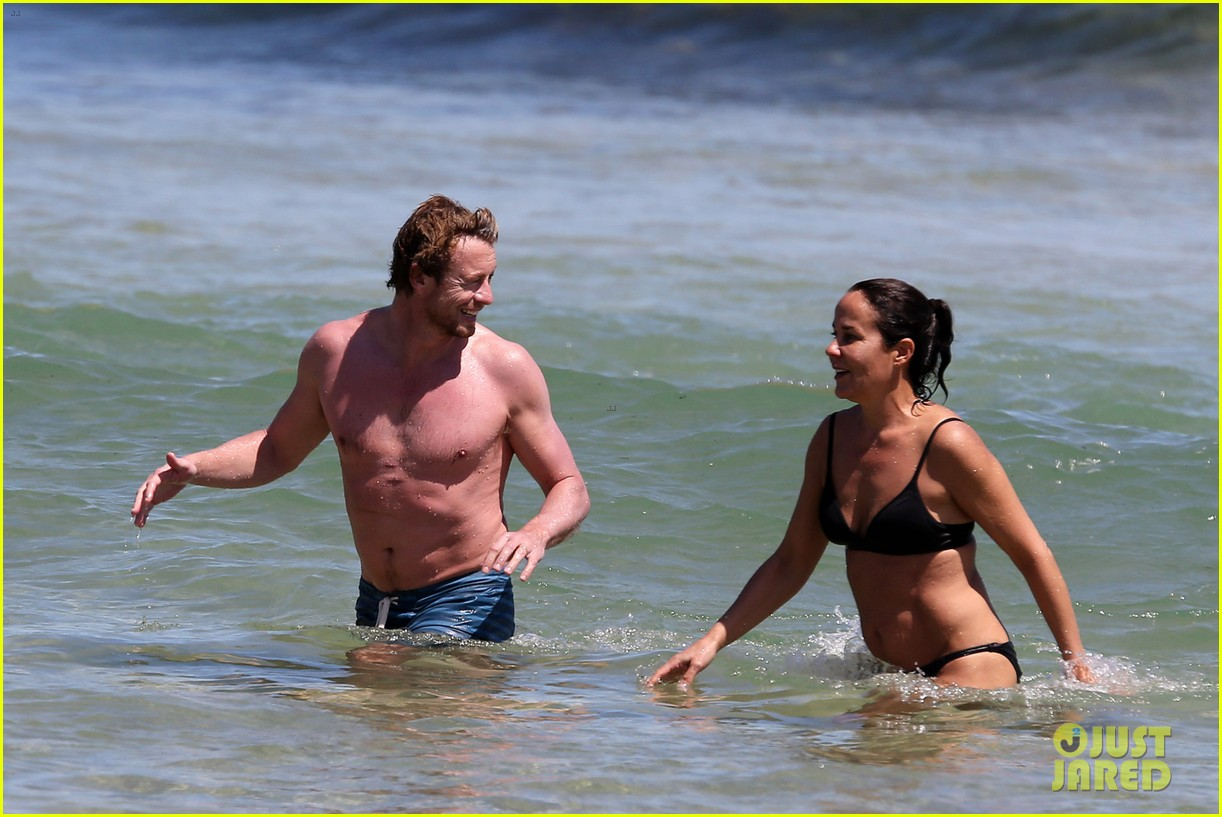 simon baker shirtless beach day with wife rebecca rigg 16