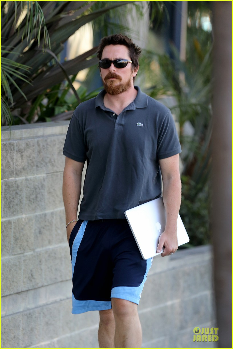 christian bale friday errands with mac 03