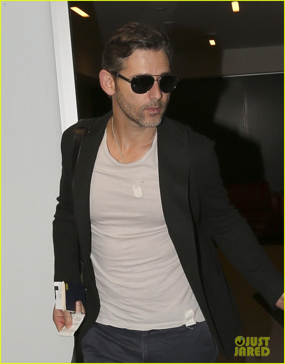 eric bana looks super buff while flying out of los angeles 023003553