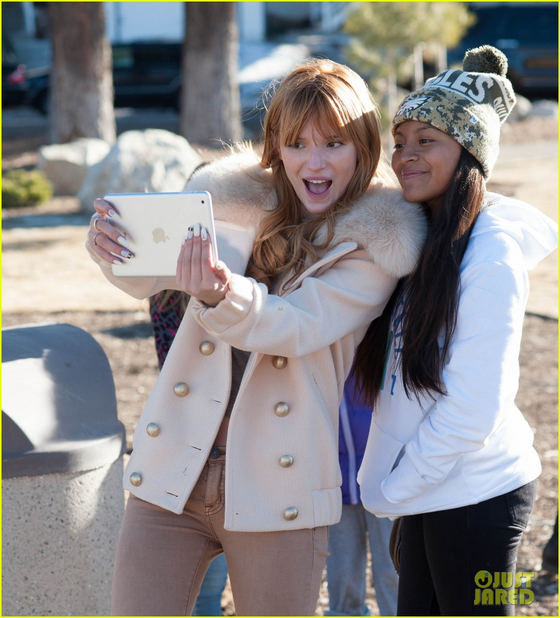 bella thorne big bear shopping trip 013019524