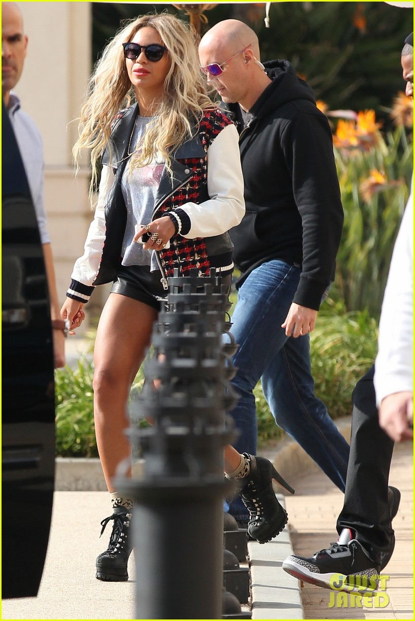 beyonce displays legs for days while shopping with jay z 013004876