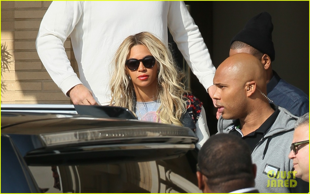 beyonce displays legs for days while shopping with jay z 04