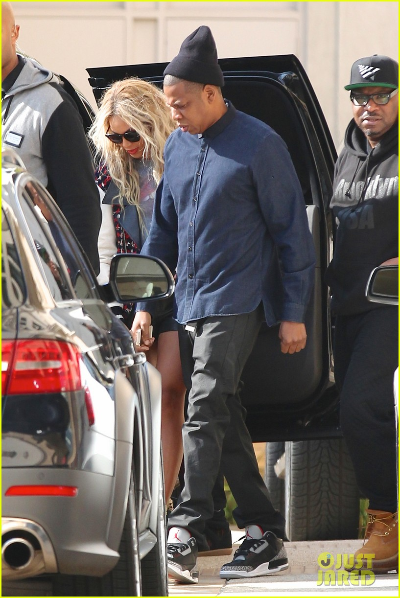 beyonce displays legs for days while shopping with jay z 09