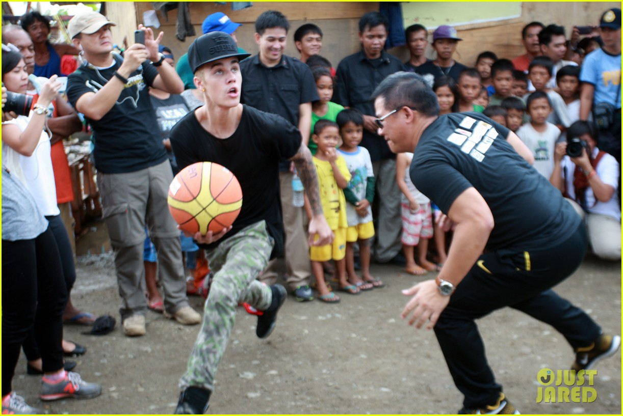 justin bieber meets phillippenes typhoon victims 05