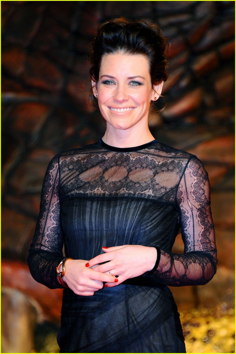 orlando bloom evangeline lilly hobbit berlin premiere 093008533