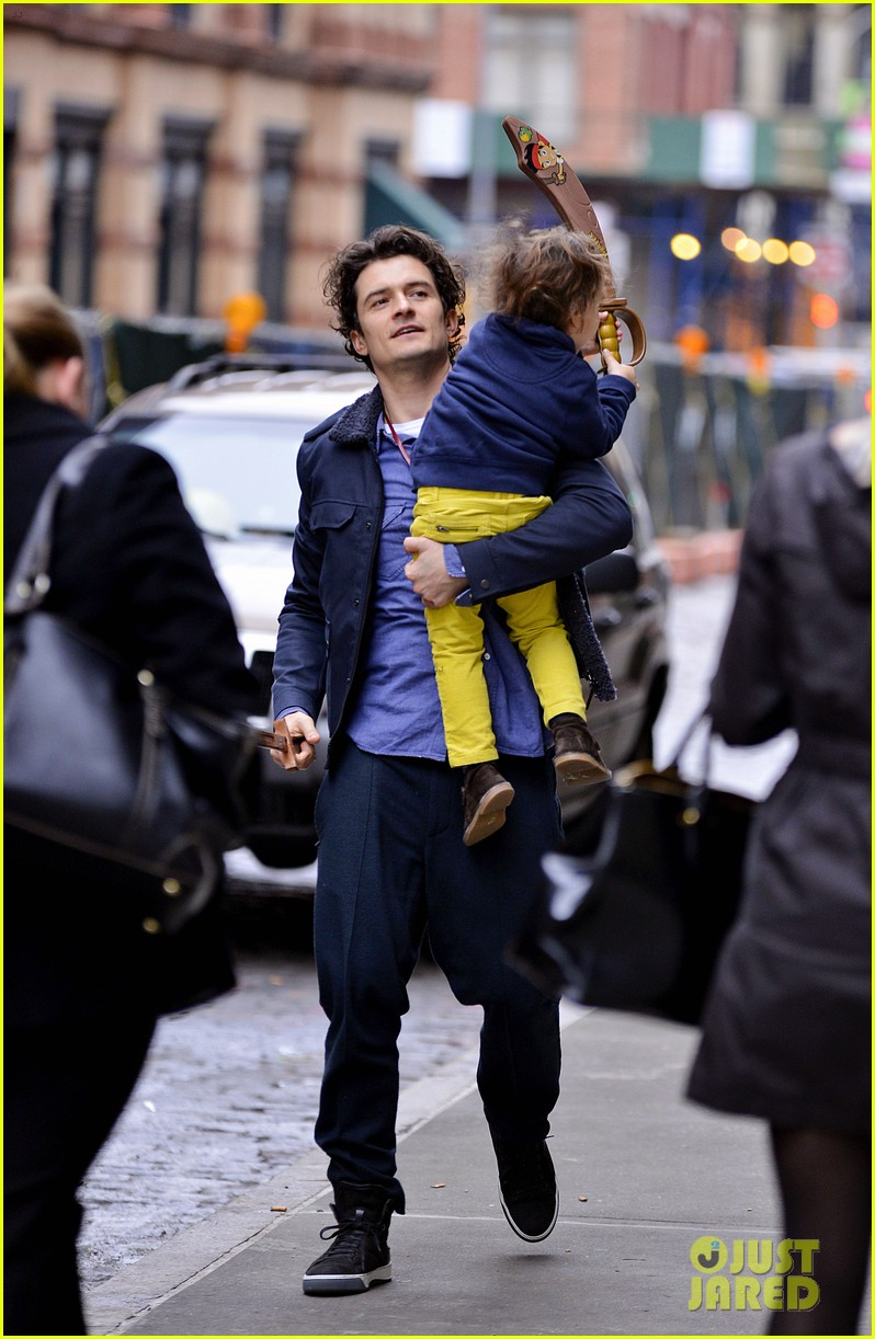 orlando bloom flynn play with toy swords in the big apple 09
