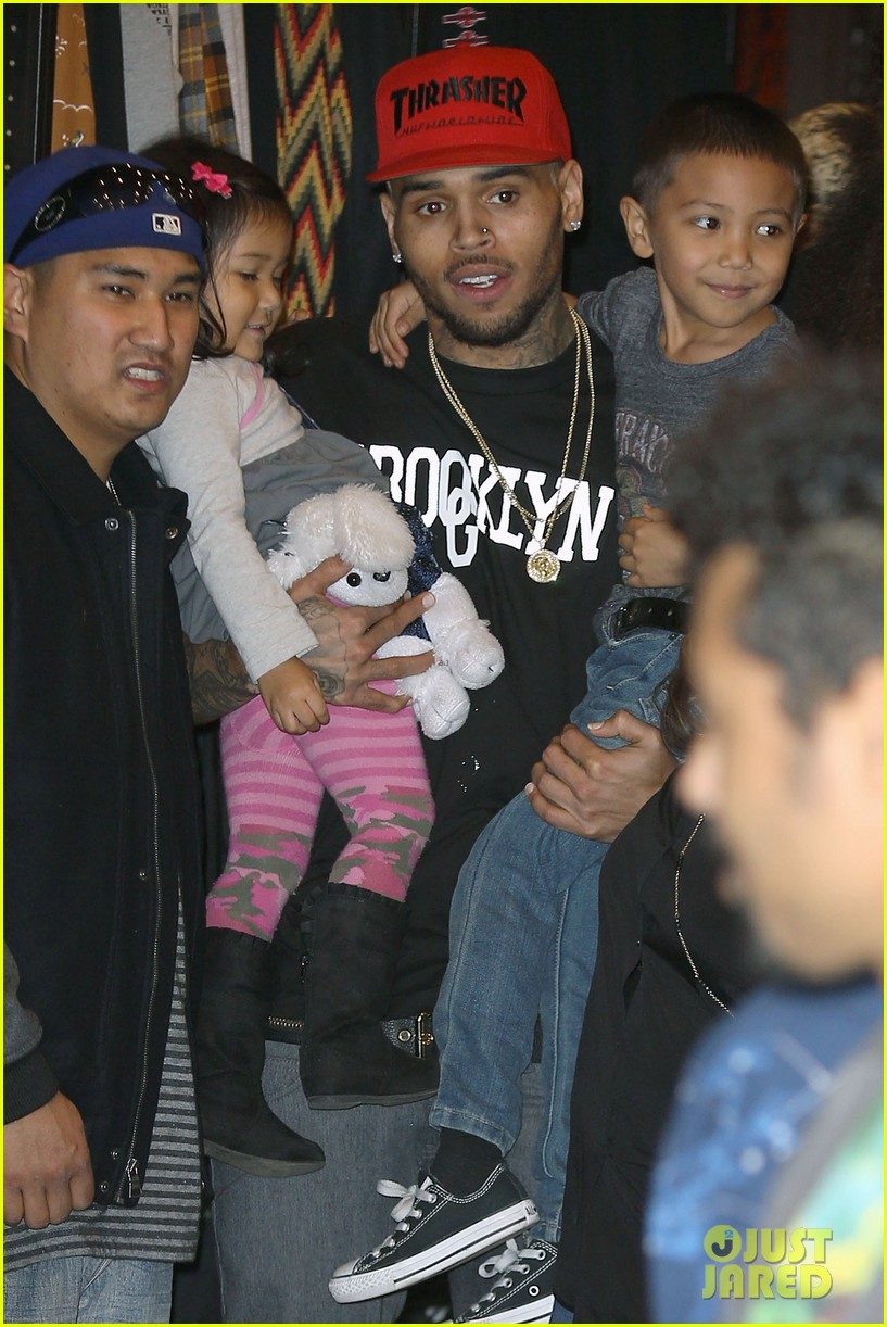 chris brown brooklyn projects christmas toy drive 09