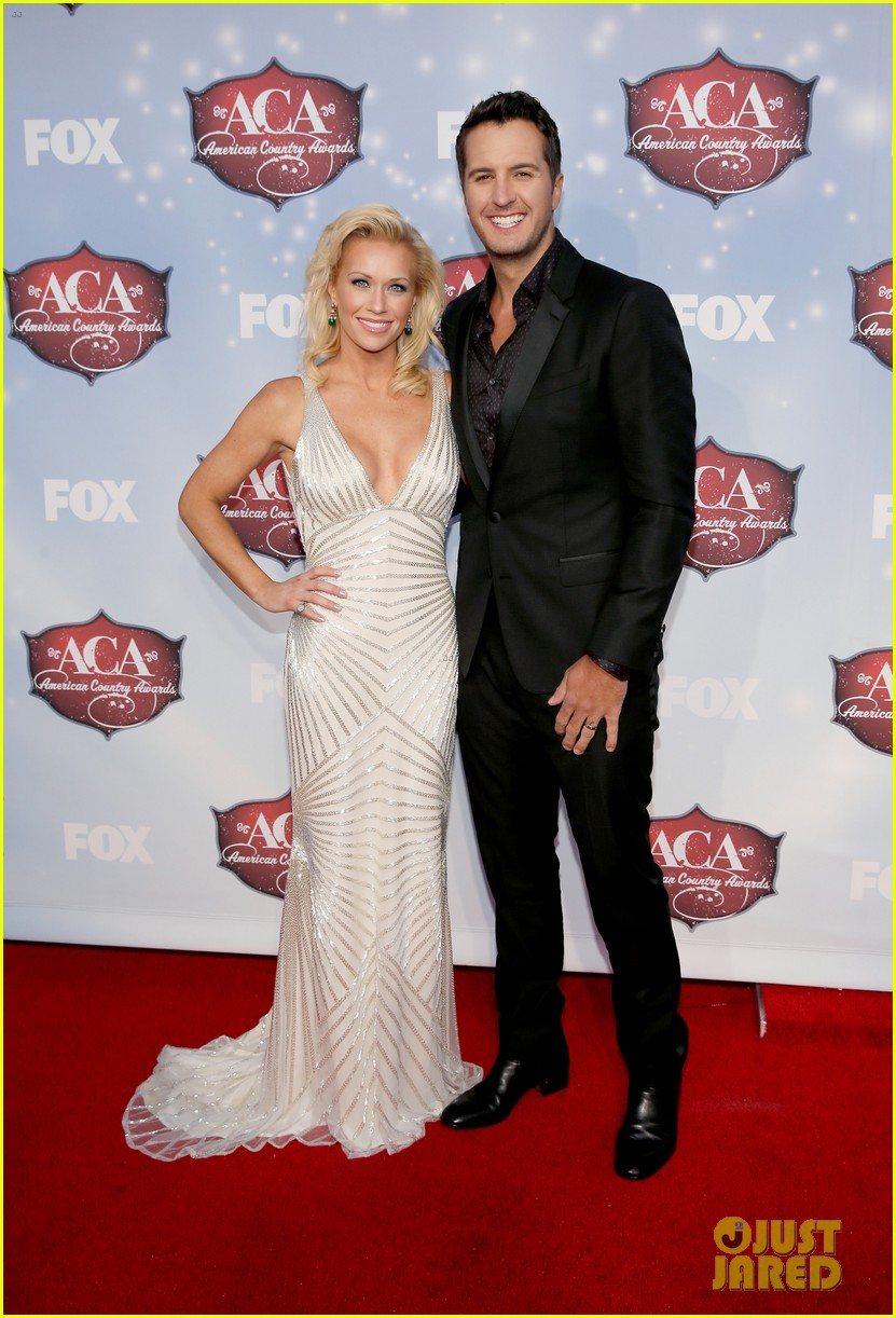 luke bryan wins male artist of the year at acas 2013 013009278