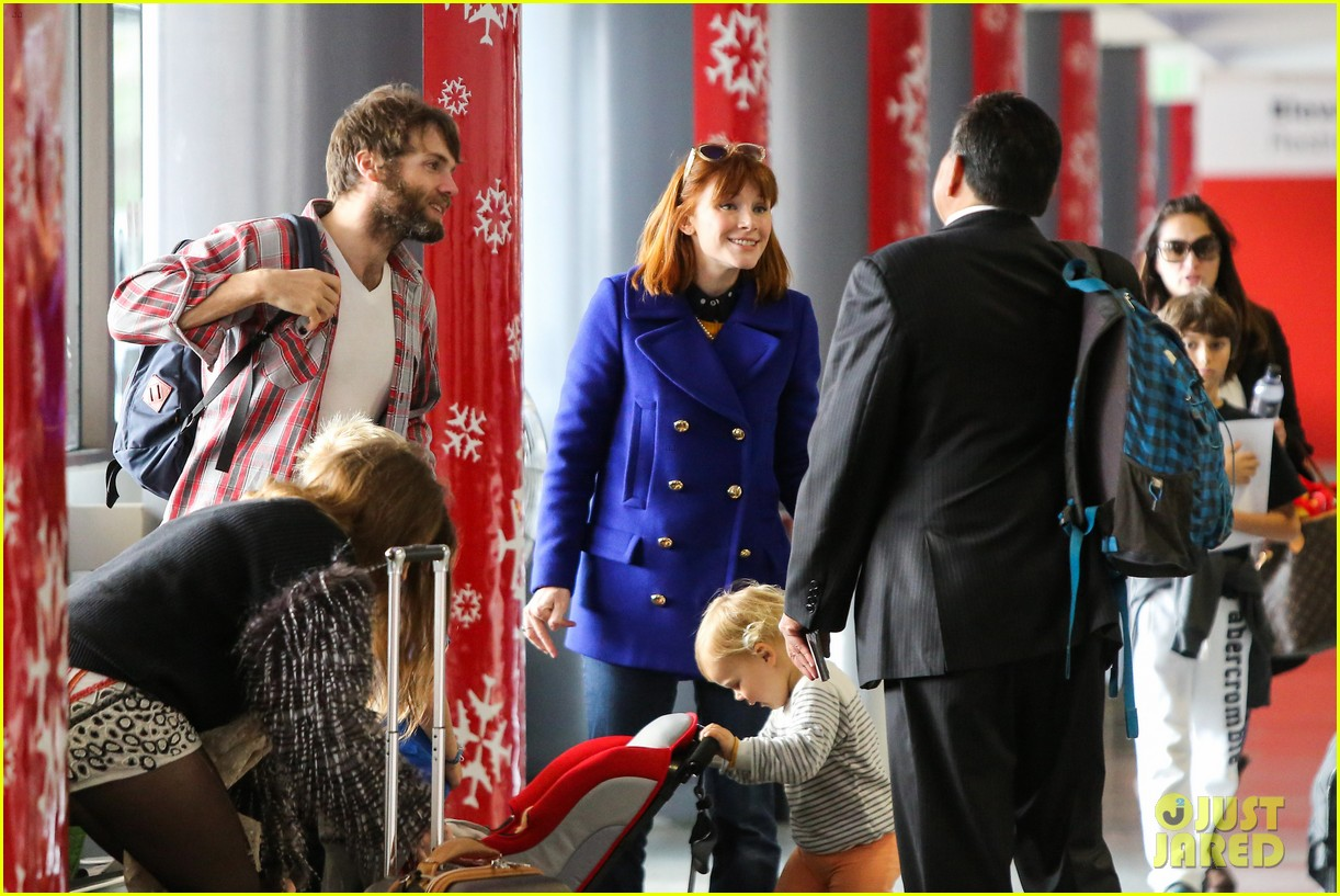 bryce dallas howard jurassic world details revealed 06