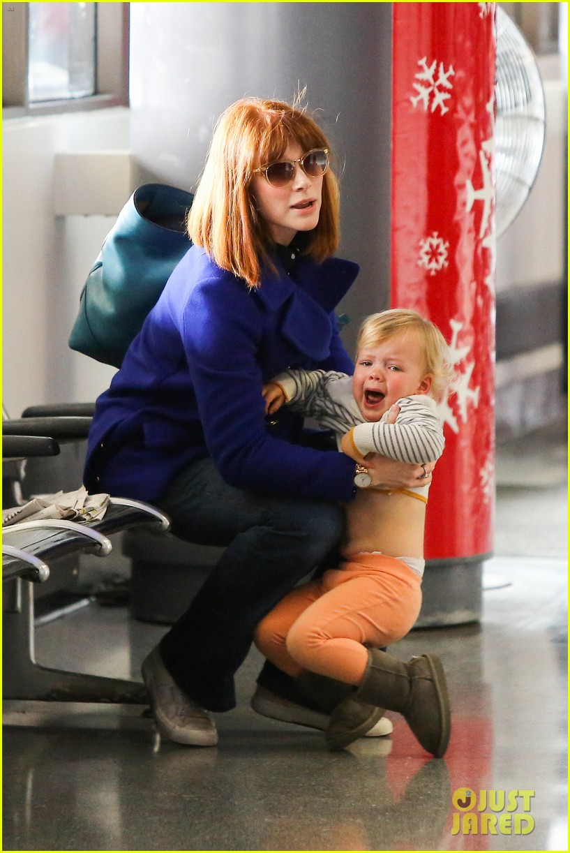 bryce dallas howard jurassic world details revealed 073016198