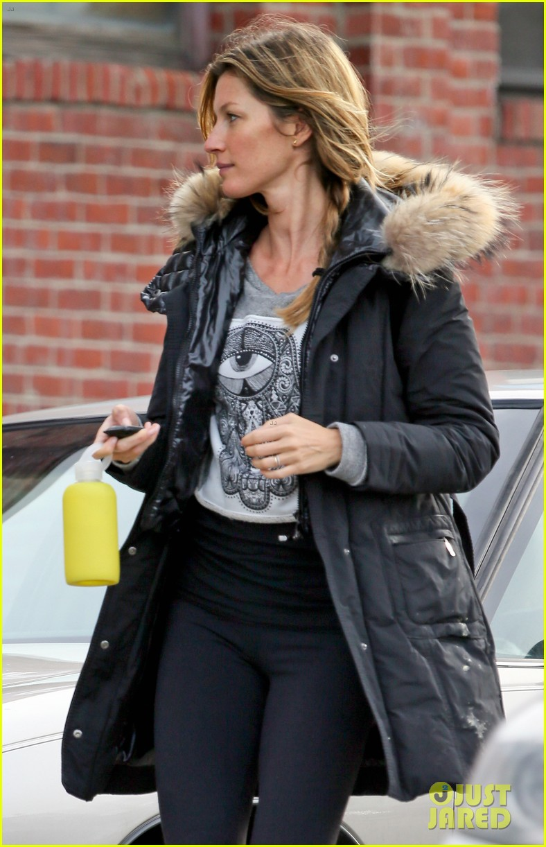 gisele bundchen hits the gym after tom bradys patriots win 023019856