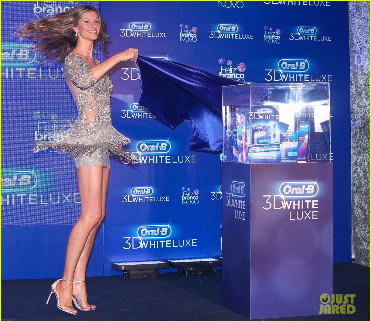 gisele bundchen shares breastfeeding pic before oral b event 21