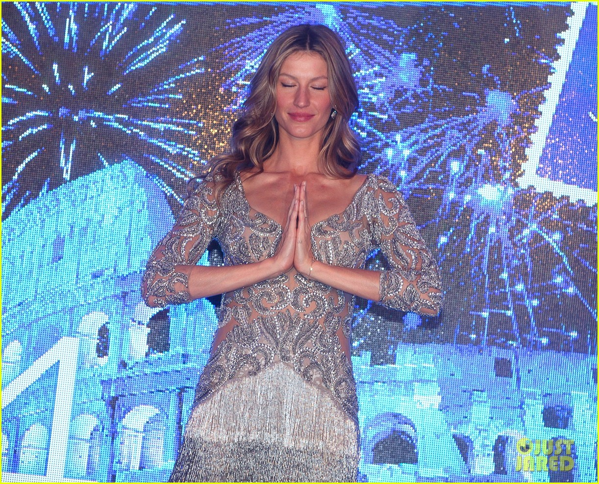 gisele bundchen shares breastfeeding pic before oral b event 27