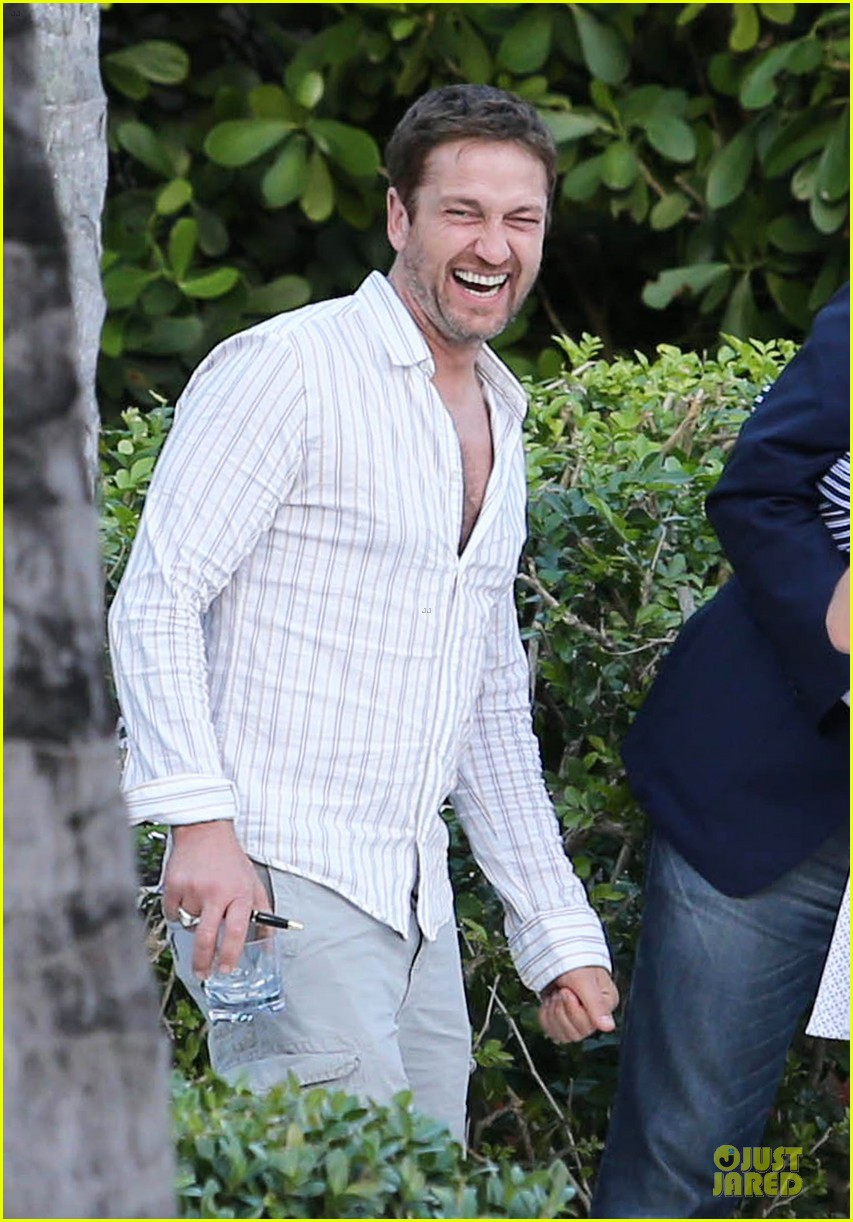 gerard butler relaxes at miami hotel pool with friends 02