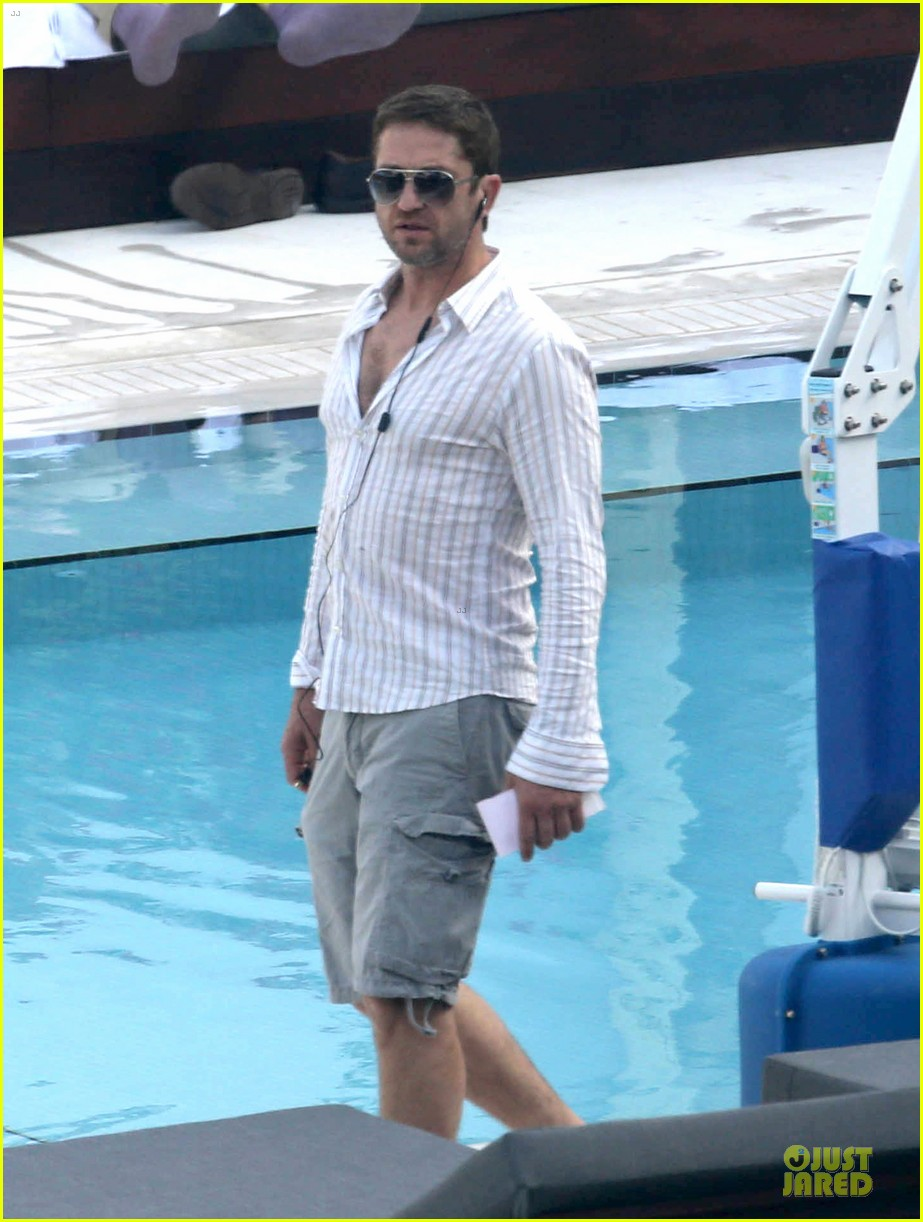 gerard butler relaxes at miami hotel pool with friends 08