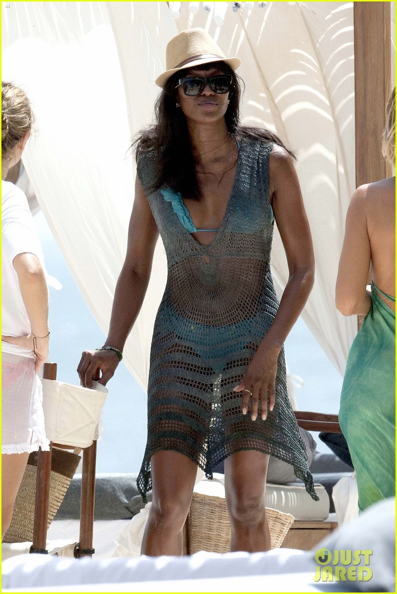 naomi campbell rocks a blue bikini at the beach in kenya 053019305