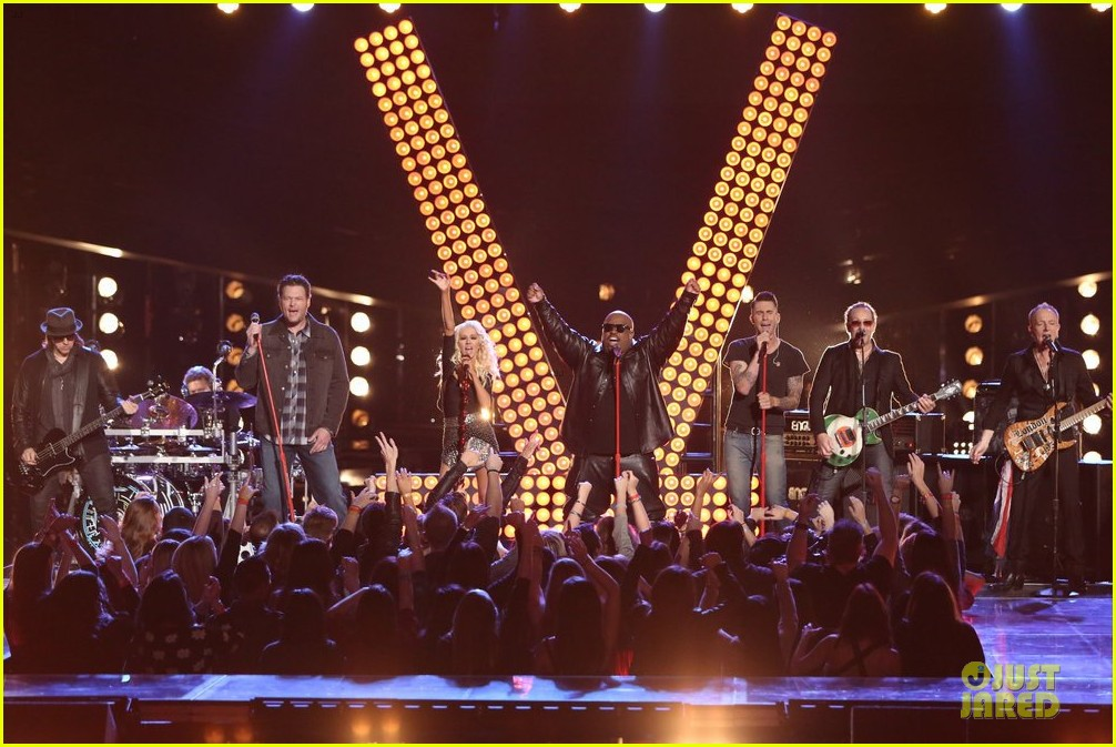 [Tema Oficial] The Voice - Temporada 5  - Página 14 The-voice-coaches-sing-pour-some-sugar-on-me-watch-now-13