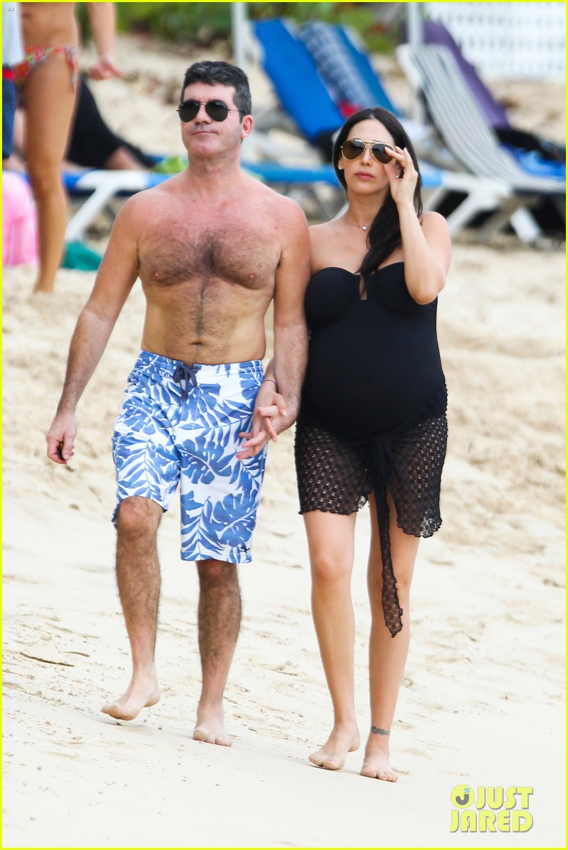 simon cowell shirtless beach stroll with pregnant girlfriend lauren silverman 10