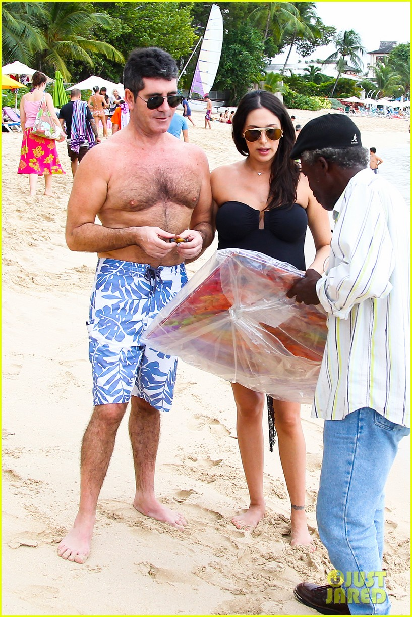 simon cowell shirtless beach stroll with pregnant girlfriend lauren silverman 143018000