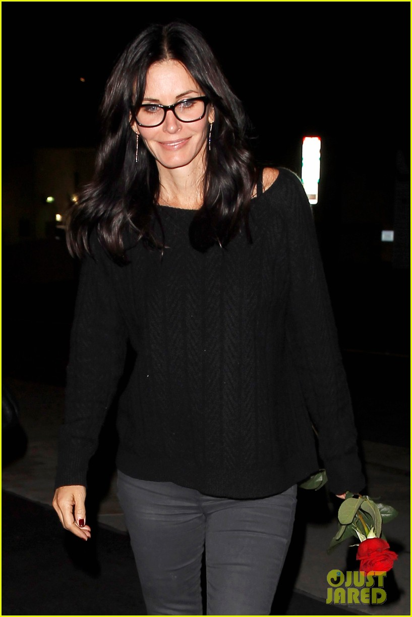 courteney cox busy philipps cougar town returns next month 153014900